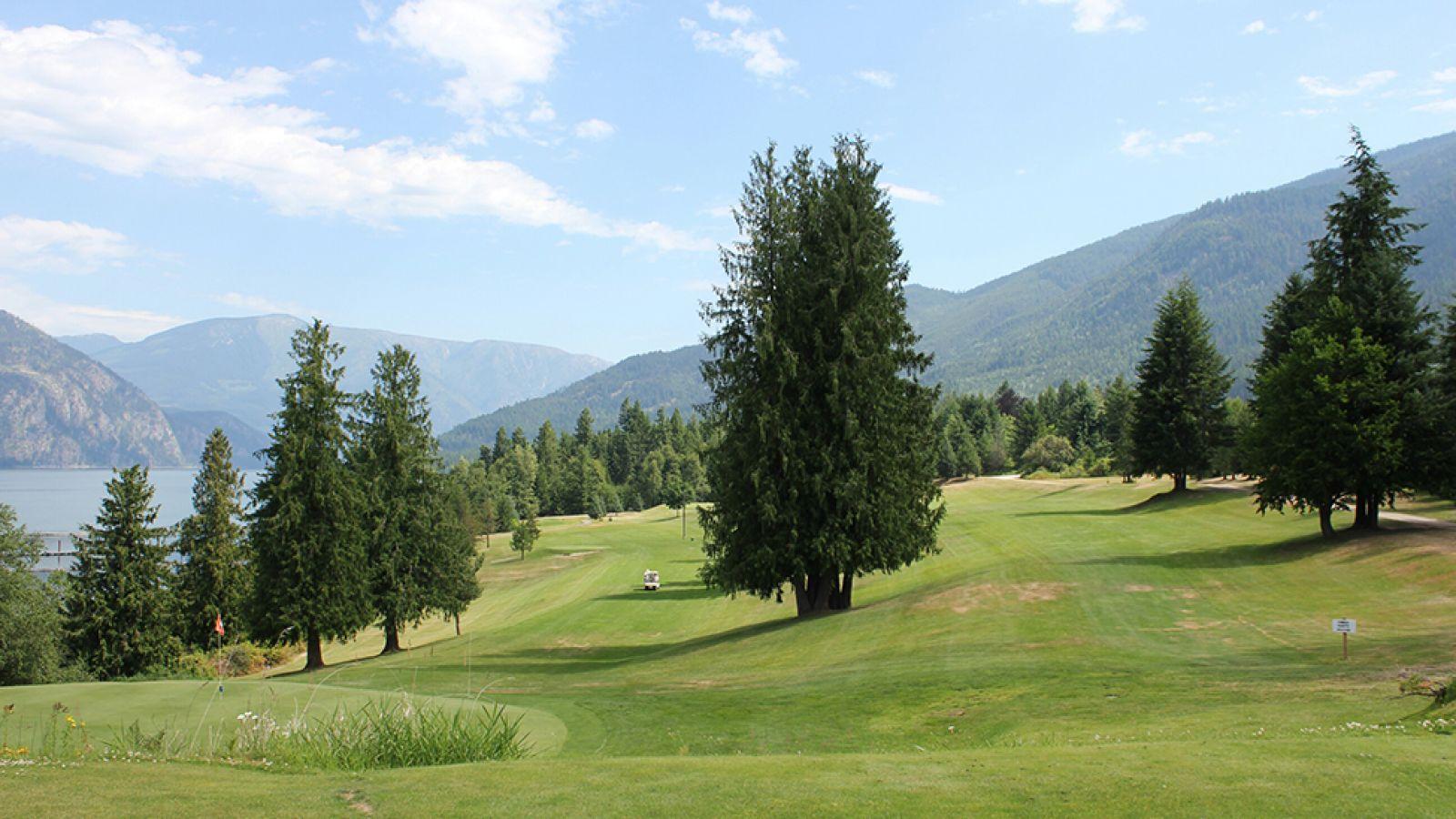 A pretty course alongside Arrow Lake.