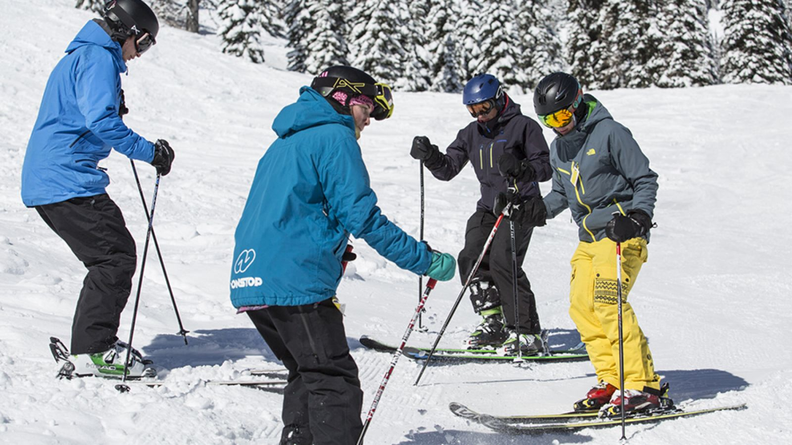 Ski coaching in a friendly course environment.