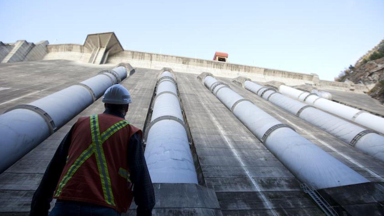 Revelstoke Dam.
