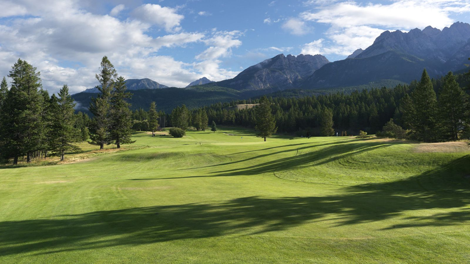 Mountainside Golf Course offers beautiful conditioning.