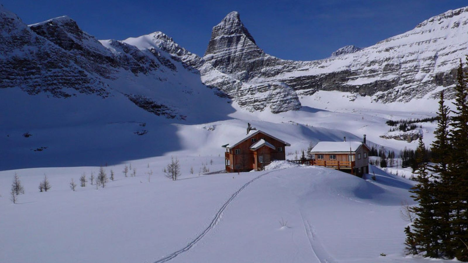 Open summer and winter, nestled in an alpine setting.