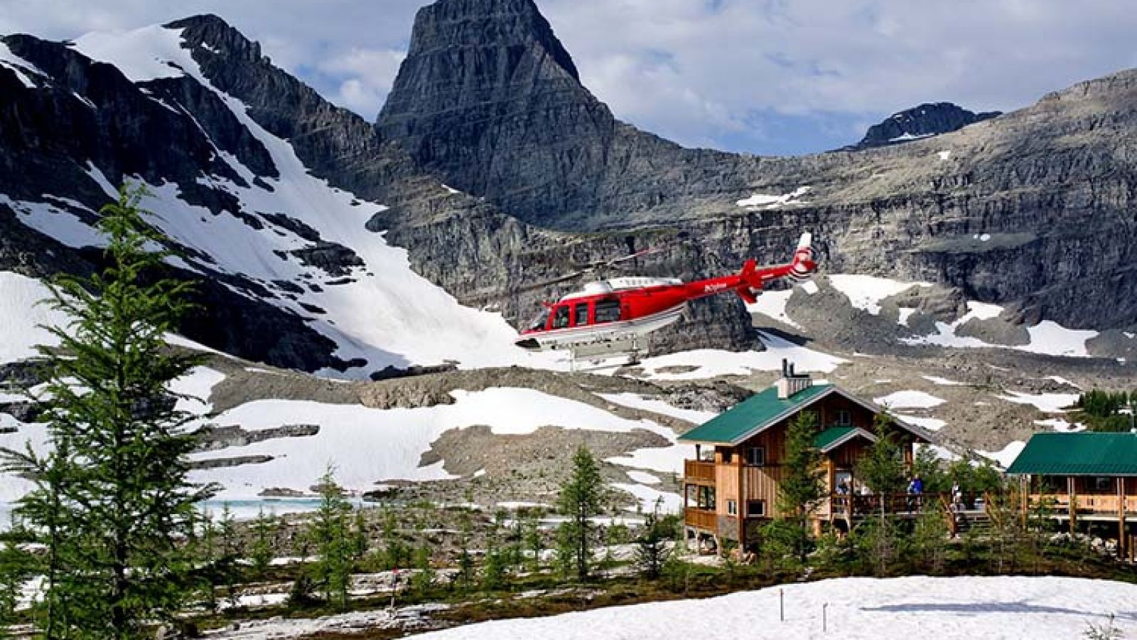 Helicopter access to spectacular guided outings.